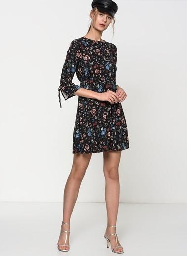 Mavi Çiçekli Kısa Elbise Siyah